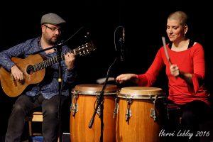Francis Leclerc guitariste et Marise Demers, percussionniste multi instrumentiste.